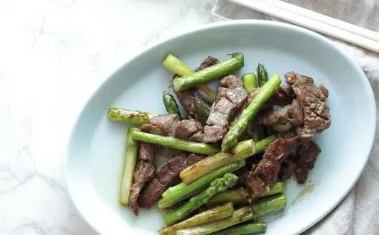 tumis daging sapi dan asparagus